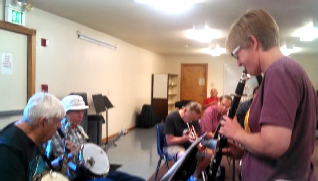 Anita Thomas teaching a jam session